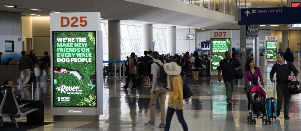 Olea JCDecaux Digital Signage Airport Kiosk at DFW Airport